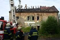 Střecha lehla popelem