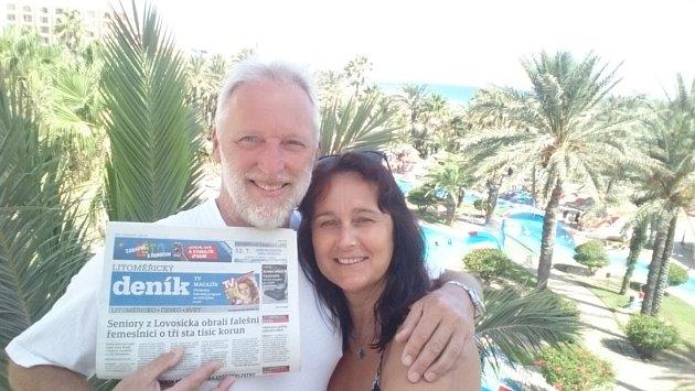 """""""Váš deník kupujeme pravidelně a rádi a vozíme ho na dovolenou vždy tentokrát to bylo do Tuniska  na krásné pobřeží,"""" napsali manželé Procházkovi zRoudnice nad Ladem."""