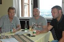 Na tiskové konferenci FK Ústí nechyběli (zleva) sportovní manažer Stanislav Pelc, člen představenstva Jiří Dušek a trenér A týmu Svatopluk Habanec.