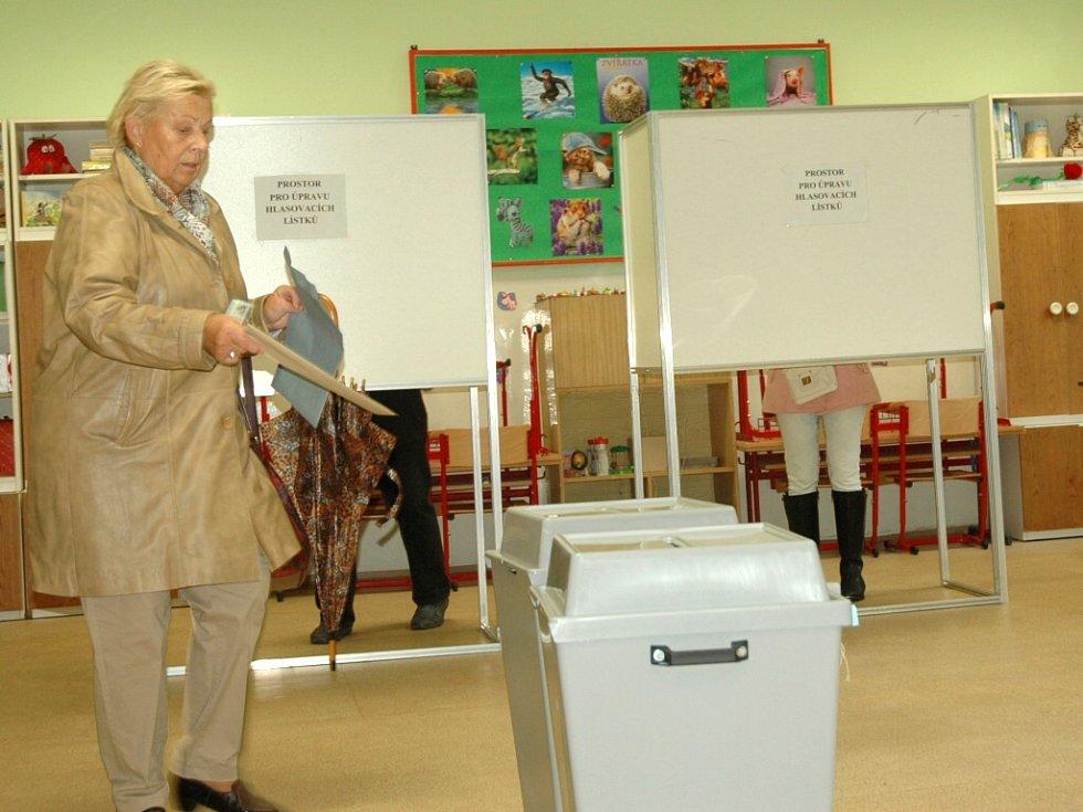 První voliči na Střekově.