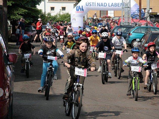 Milovníci jízdních kol si v neděli přijdou na své, u jezera Milada se jedou tradiční cyklozávody