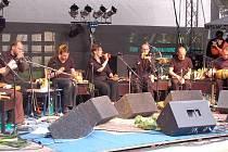 Alternativní vídeňští hudebníci Vienna Vegetable Orchestra hrají na zeleninu jako na nástroje.