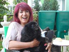 Danuše Herpe Jungmannová a její psí miláčkové.