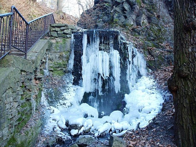 Krásné scenérie v dnešních mrazivých dnech nabízejí ústecké ledopády. Jeden z nich je v Bertině údolí.