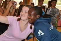 Elitní běžci v pátek navštívili školáky.