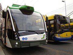 Trolejbus s pomocným bateriovým pohonem zkoušeli před časem v nedalekých Teplicích.