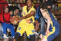 Ústečtí basketbalisté budou v Opavě znovu spoléhat na rozehrávače Thadda McFaddena.