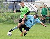 Svádov (zelenočerní) uhrál s Unionem Děčín (modročerní) remízu 1:1, na penalty pak zvítězil.
