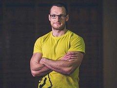 Jakub Jirgle je úspěšný trenér, sportovec a hráč amerického fotbalu.