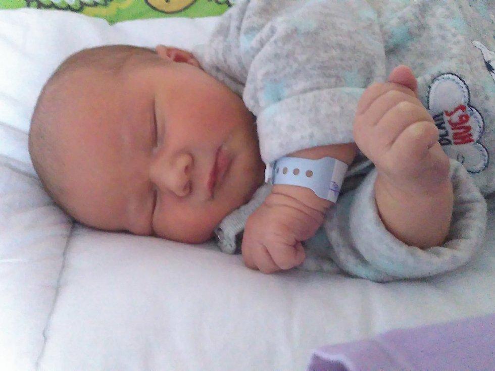 Michael Kalivoda se narodil Veronice Hrouzkové a Daliboru Kalivodovi z Chlumce 6. listopadu ve 23.17 hod. v ústecké porodnici. Měřil 52 cm a vážil 4,25 kg