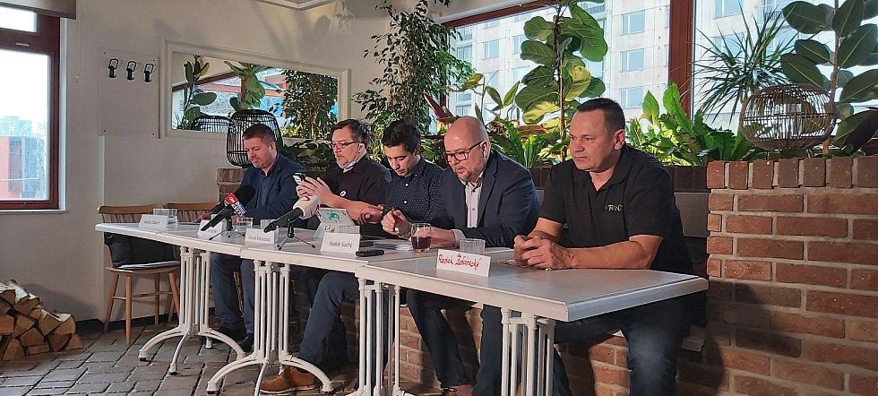 Tisková konference hnutí Chcípl PES, Ústí nad Labem, Klíše, restaurace Veranda.