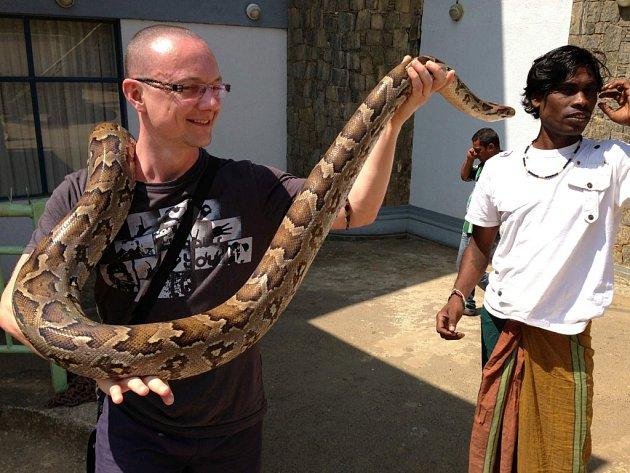Hana Zajková z Chomutova a fotka syna a jeho přítelkyně z cesty po Srí Lance. Ten je...