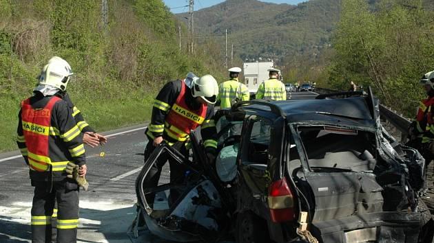 Hlavní tah z Ústí na Lovosice uzavřela nehoda.