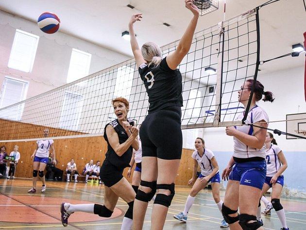 JEDINÝ SET ztratily v Rumburku suverénky druhé ligy z Chabařovic, přestože jim chyběla trenérka a tři hráčky.