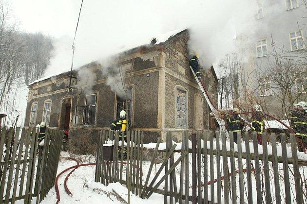 Hasiči zasahovali u požáru rodinného domu na Telnici. Jeho obyvatelka  na následky zranění  zemřela .
