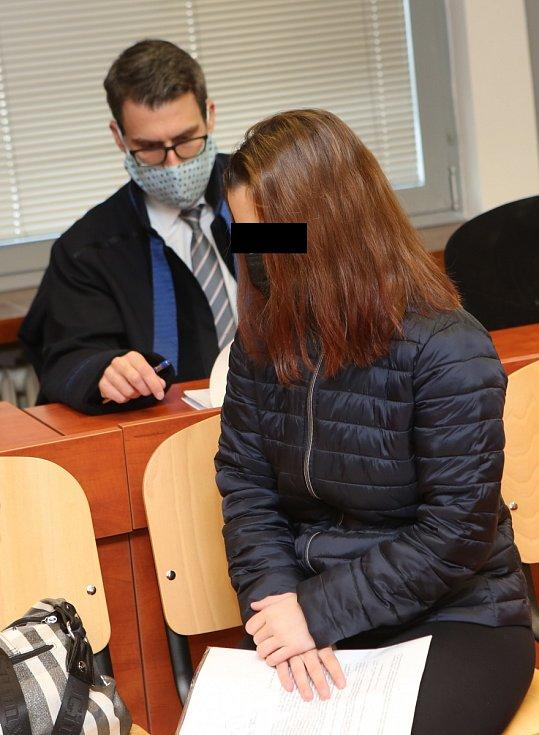Matka utýraného tříletého chlapce z Loun u soudu v Ústí nad Labem