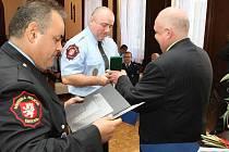 Strážníci dostali ocenění za dlouhodobou službu u ústecké městské policie.