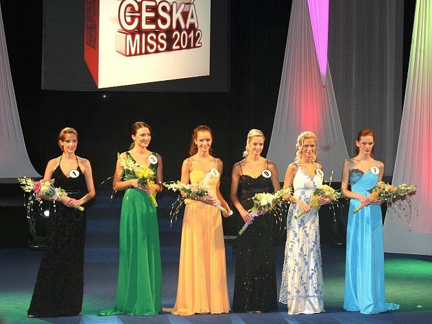 Těchto šest slečen jde ze soutěže v  Ústí do semifinále České Miss 2012.