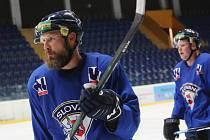 Hokejisti HC Ústí nad Labem vyjeli v pondělí na první letošní trénink na ledě.