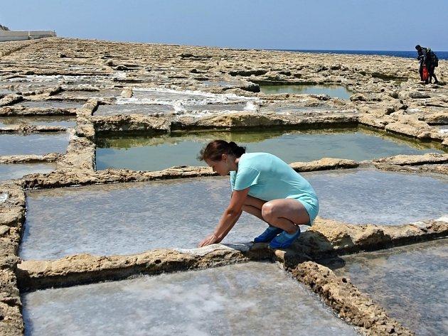 Produkce soli na ostrově Gozo. Fotografii ze své dovolené na Maltě poslala Miloslava Bernardová zJílového uDěčína.