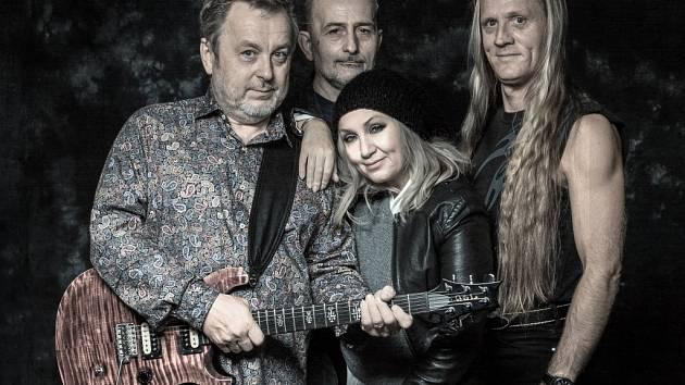 Pavlíčka, Veselého, Basikovou a Kryšpína živě doplní kolegové.