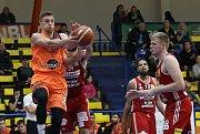 Sluneta v posledním domácím zápase této soutěže porazila rakouský klub BC Hallmann Vídeň 92:66.