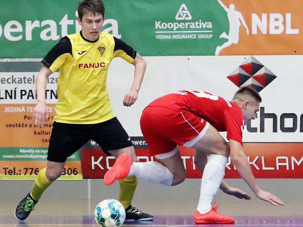 Rapidu Ústí (žlutočerní) se podařilo v dohrávce 15. kola 2. ligy zdolat Pampuch Liberec (červení) těsně 6:5. Matěj Čapek