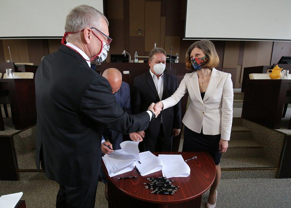 Podpis nové koaliční smlouvy v Ústí nad Labem, 1. 2. 2021