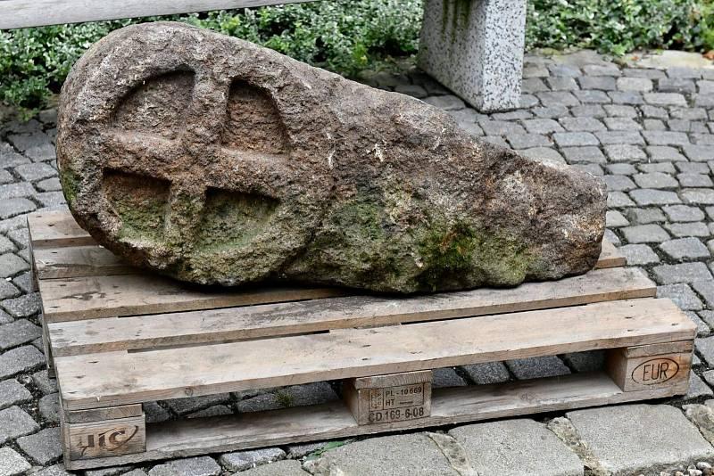 Transport středověké stély