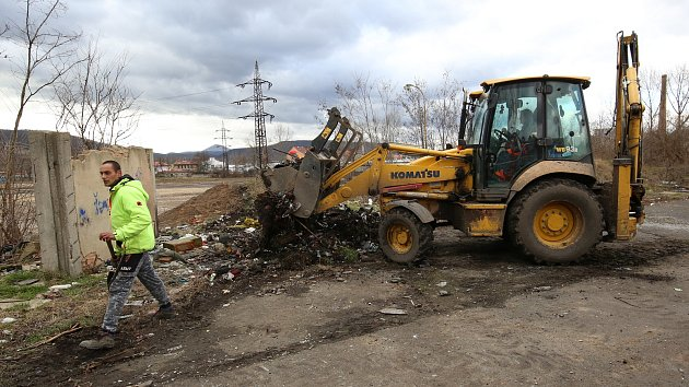 Úklid odpadu ve Sklářské ulici