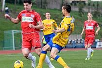 Fotbalisté Ústí (červení) remizovali ve Varnsdorfu 0:0.