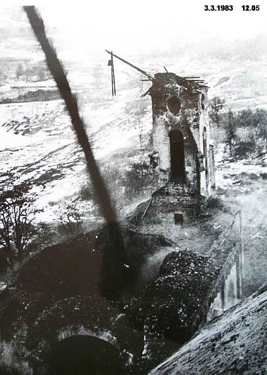 Kostel Všech svatých v Radovesicích, který musel být zbourán kvůli těžbě uhlí.