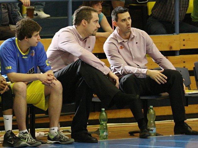 Generální manažer ústeckých basketbalistů Tomáš Hrubý (uprostřed)