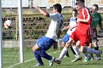 Fotbalisté Trmic (bílé dresy) doma porazili Dobkovice 3:1.