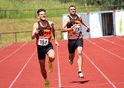 Jan Murín a Ali Hazer finišují na trati 400 metrů.