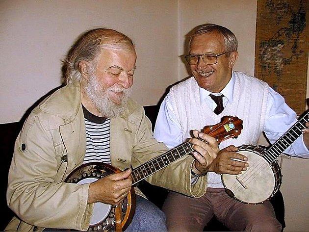 Na 43. festivalu Porta, v jeho pořadu Trampský potlach, vystoupí ve čtvrtek 23. července jako duo Jiří Suchý a Kapitán Kid.