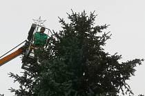 V Tisé ozdobili vánoční strom