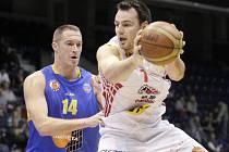Pivot Tomáš Hrubý (vlevo) věří, že Ústí konečně utne sérii porážek a vrátí se do hry o předkolo play off.