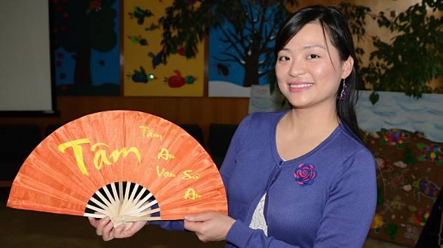 Školáci v Krásném Březně se zapojili do vědomostních kvízů i výtvarné soutěže. Vietnamci přiblížili svou kulturu.