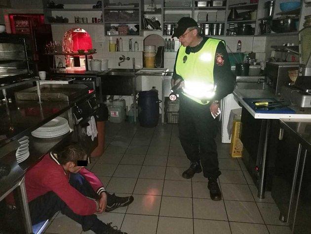Strážníci zadrželi muže, který se v noci vloupal do restaurace Pepe Lopez v Ústí.