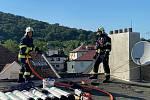 V Ústí hořela střecha domu. Požár likvidovaly dvě hasičské jednotky