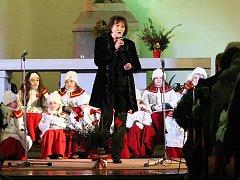 Na vánoční charitativní koncert v ústeckém červeném kostele přišli všichni, kteří mají rádi Martu Kubišovou.