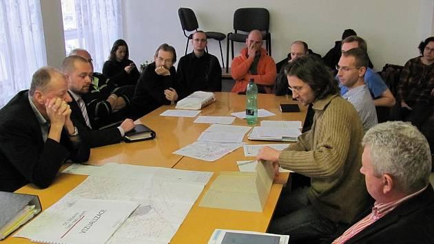 Odpůrci a zástupci investora, města a další účastníci řízení jednali o OC Střekov.