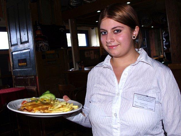 Návštěvníci restaurace Sport Pub Zlatopramen si mohli i tento čtvrtek objednat vítězný recept od čtenářky Ústeckého deníku. Hosté si pochvalovali šťavnatost řízků díky šťávě z jablek.