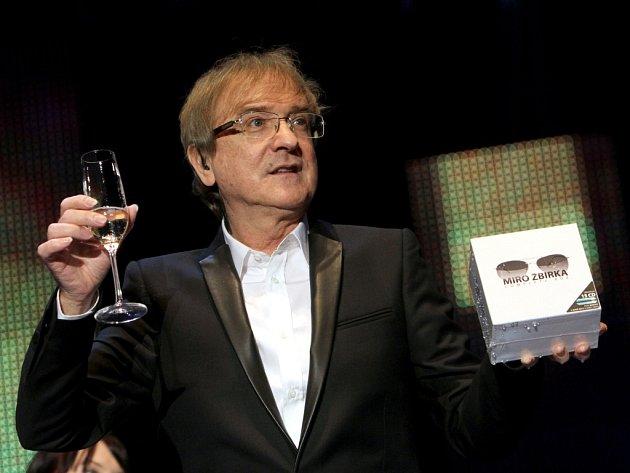 """Žbirka zde oslavil 60. narozeniny a křtí kolekci všech svých 16ti CD """"Complete Box""""."""