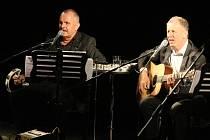 Akustický koncert skupiny Elán v ústeckém Domě kultury.