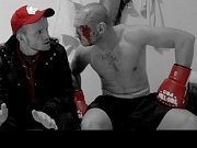 Boxer Lukáš Konečný (vpravo) s Vladimírem Škultétym při natáčení.