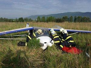 Pád ultralightu nedaleko letiště Podhoří pilot přežil