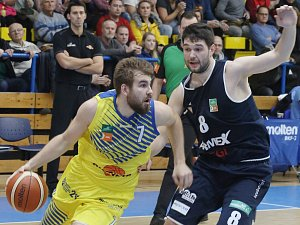 Severočeské basketbalové derby mezi Ústím a Děčínem.