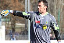 Osobností druhé ligy je jihlavský brankář Jaromír Blažek.  Má šest titulů se Spartou, jeden se Slavií.
